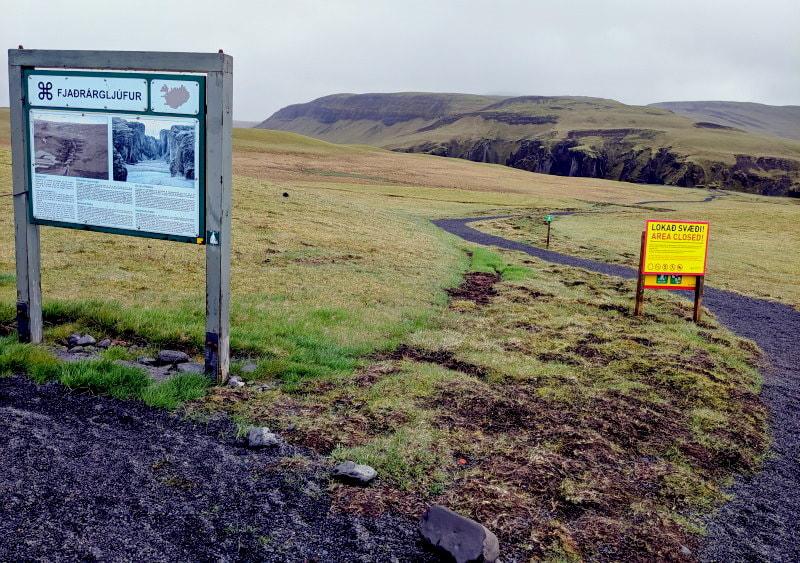 Fjaðrárgljúfur Canyon - Waterfall End